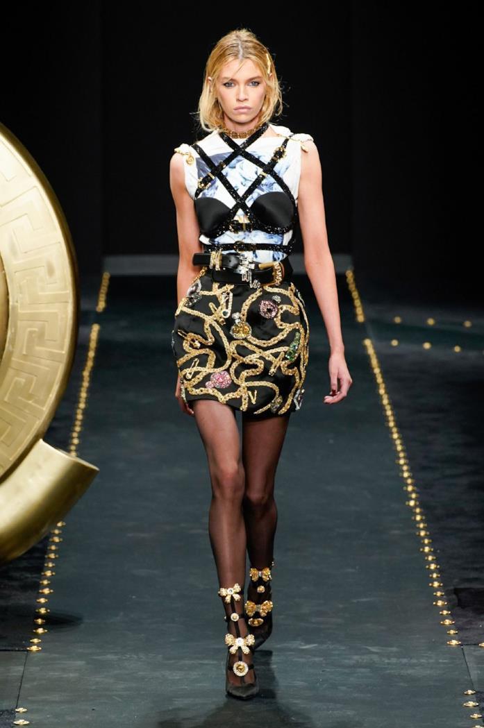 Un look Versace appena visto in passerella