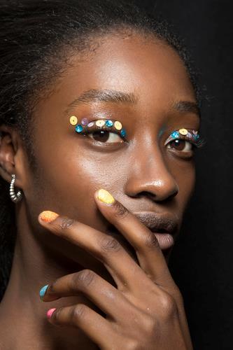 Nail art con glitter