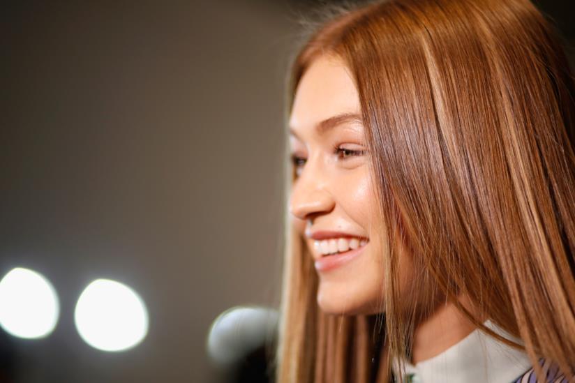 Gigi Hadidi capelli lisci