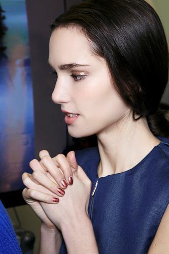 Manicure con smalto rosso