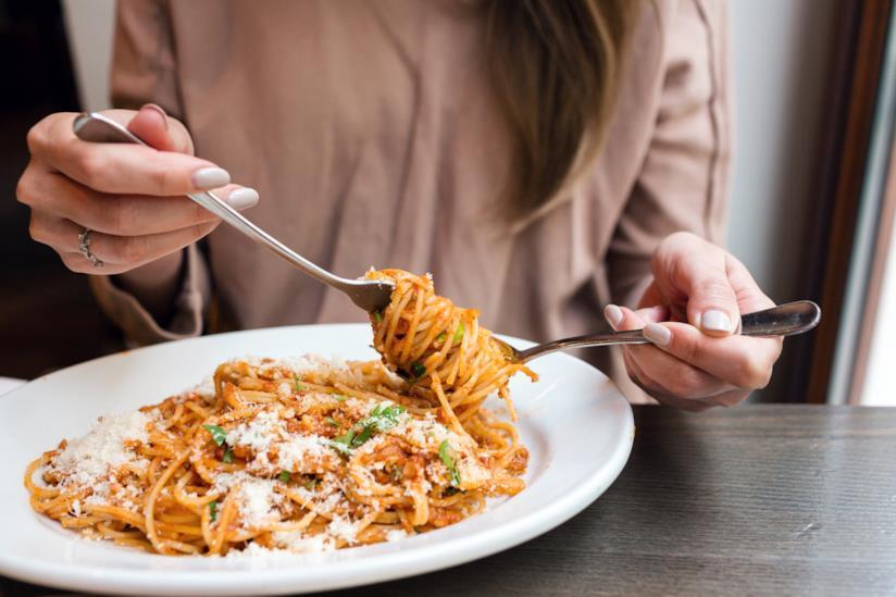 Un piatto di spaghetti.