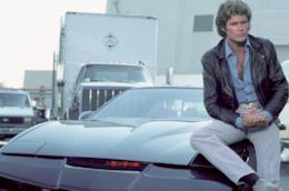 David Hasselhoff seduto su KITT in Supercar