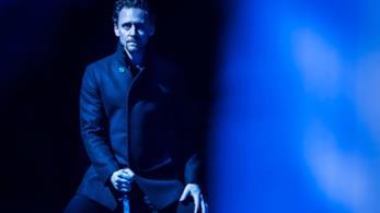 Tom Hiddleston nei panni di Amleto