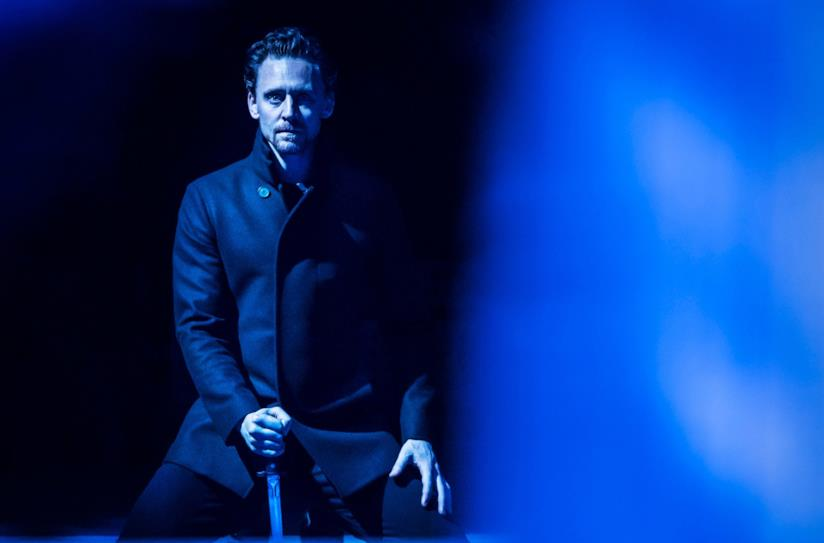 Tom Hiddleston nei panni di Amleto