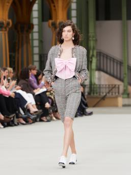 Sfilata CHANEL Collezione Donna Primavera Estate 2020 Parigi - CHANEL Resort PO RS20 0031