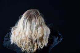 Retro di capelli biondo platino