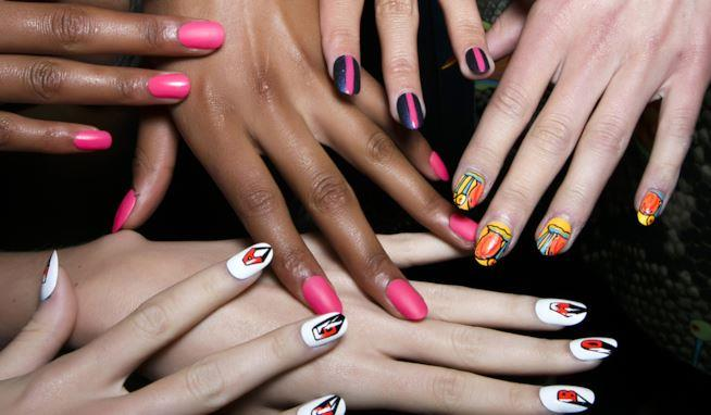 Nail art colorate