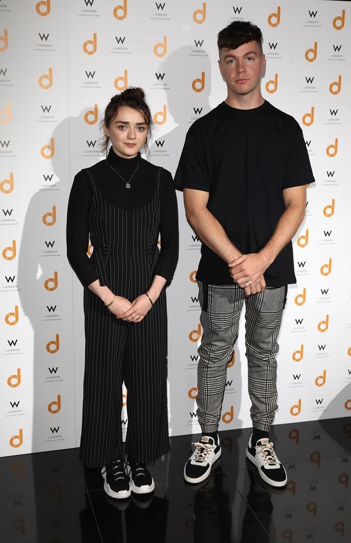 Maisie Williams e Dom Sauntry