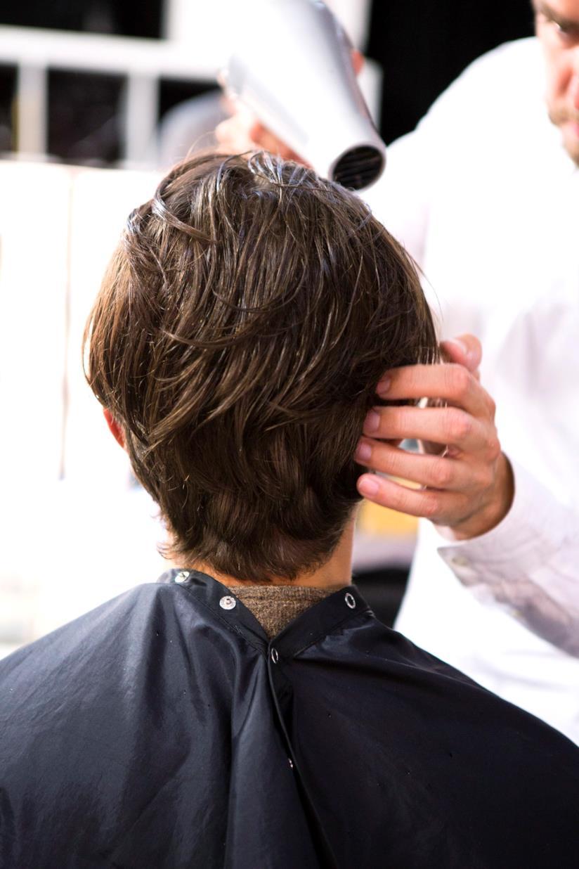 Un hairstyle corto e scalato a una sfilata