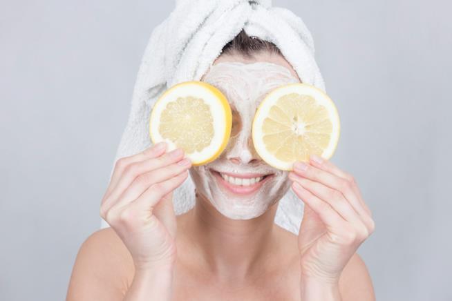 Maschera viso a base di limone per pelle grassa