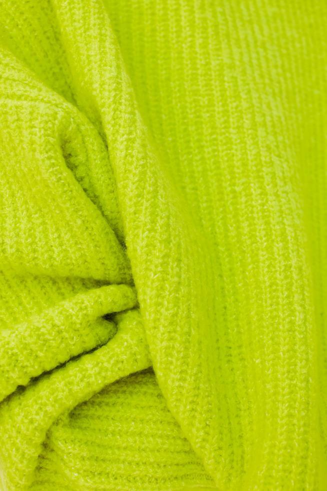 Le finiture a coste del pullover da donna di Zara