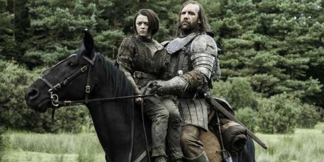 Arya insieme al Mastino a cavallo