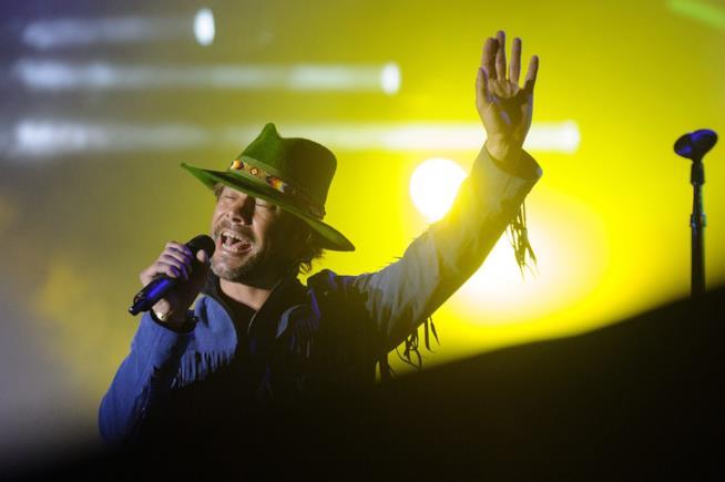 Jay Kay dei Jamiroquai durante un festival musicale