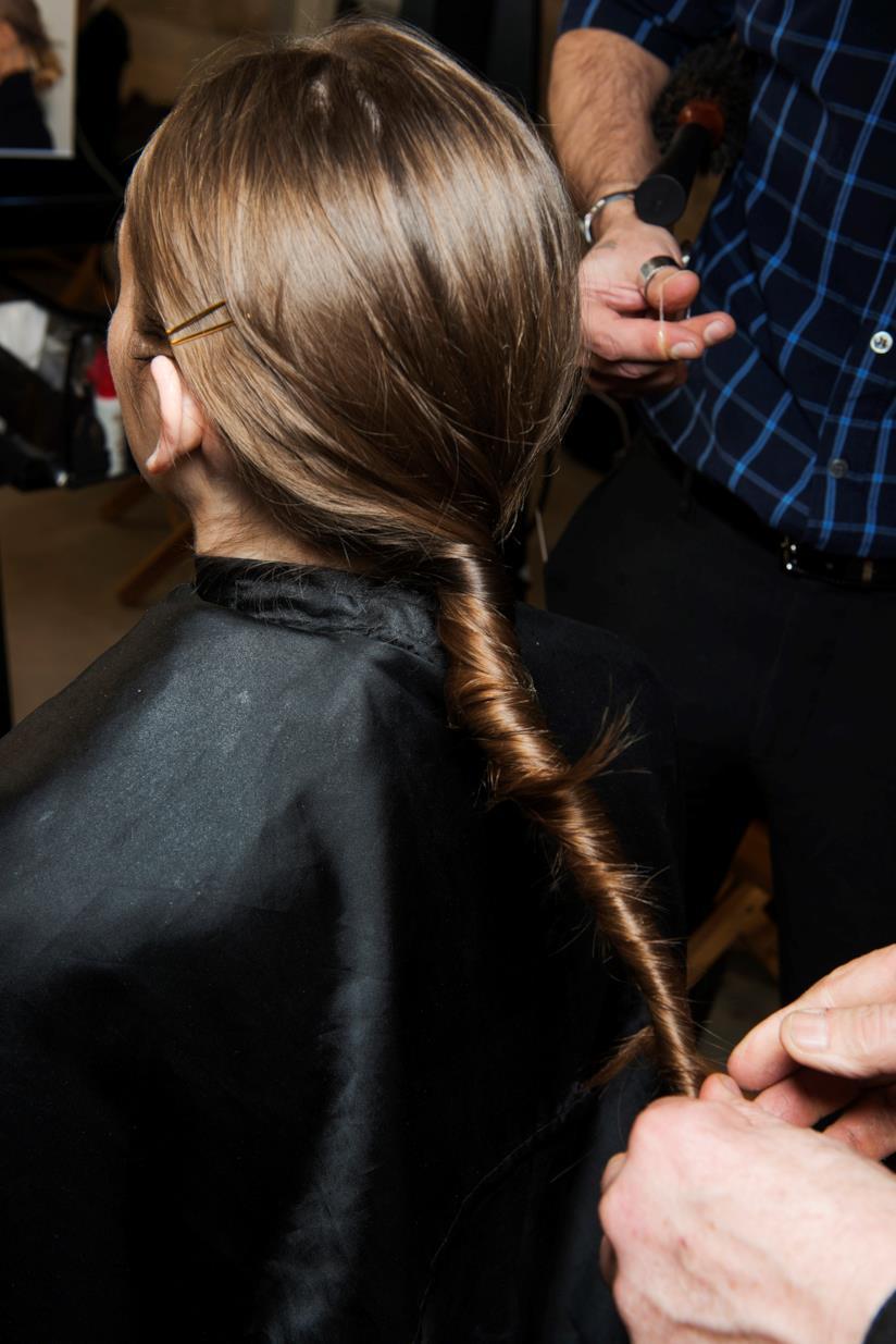 Coda di cavallo su capelli lunghi