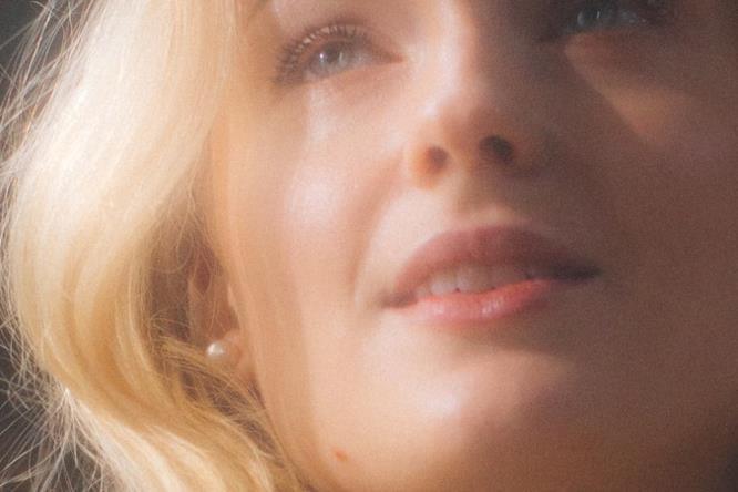 Primo piano di Sophie Turner