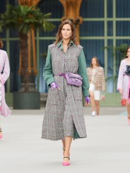 Sfilata CHANEL Collezione Donna Primavera Estate 2020 Parigi - CHANEL Resort PO RS20 0032