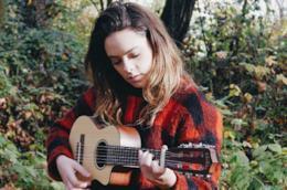 Francesca Michielin suona