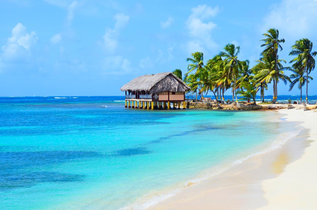 7e15ab59317efe Una palafitta sulla spiaggia di un isola di San Blas.