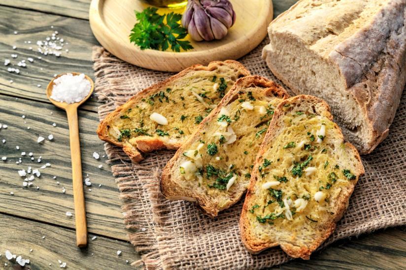 Pane abbrustolito con olio e aglio