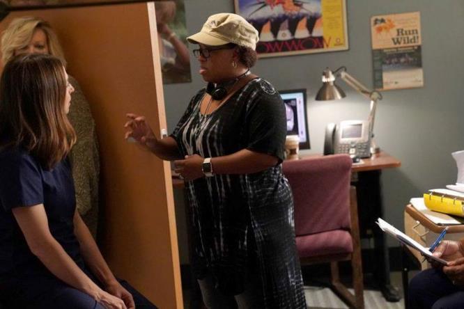 Caterina Scorsone e Chandra Wilson dietro le quinte di Grey's Anatomy 14x03