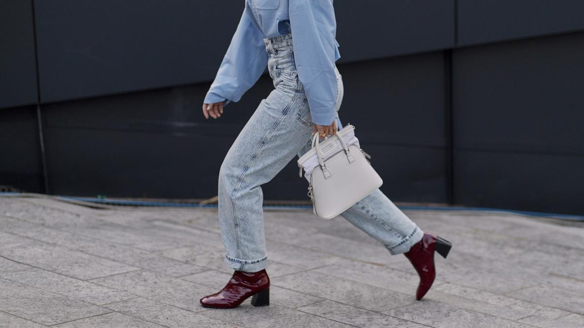 Outfit composto da jeans boyfriend dallo Street Style Milano P/E 2019