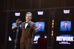 Bryan Cranston sul palco degli Olivier Awards