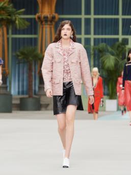 Sfilata CHANEL Collezione Donna Primavera Estate 2020 Parigi - CHANEL Resort PO RS20 0036