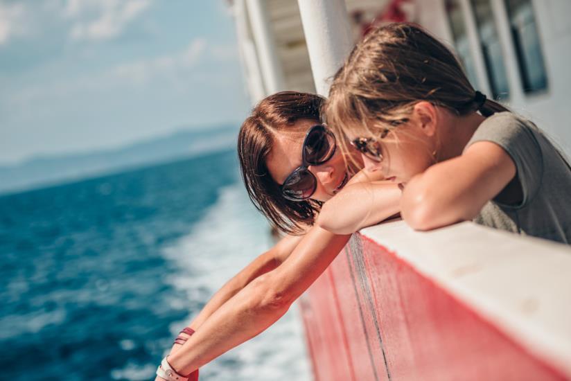 Madre e figlia in nave