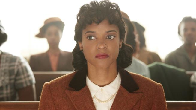 Renée Elise Goldsberry in una scena del film La vita immortale di Henrietta Lacks