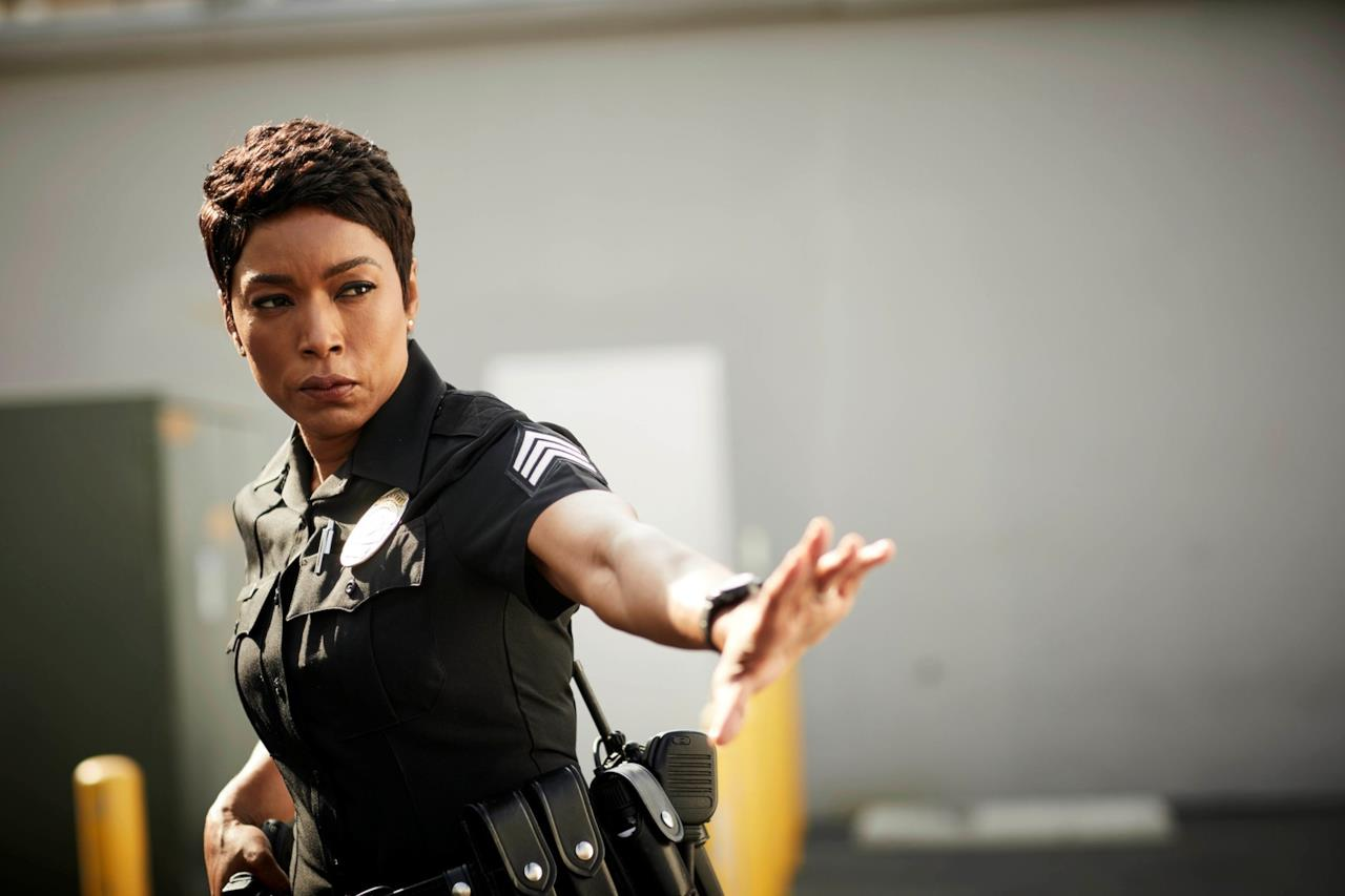 9-1-1 911 Angela Bassett è Athena Grant 6