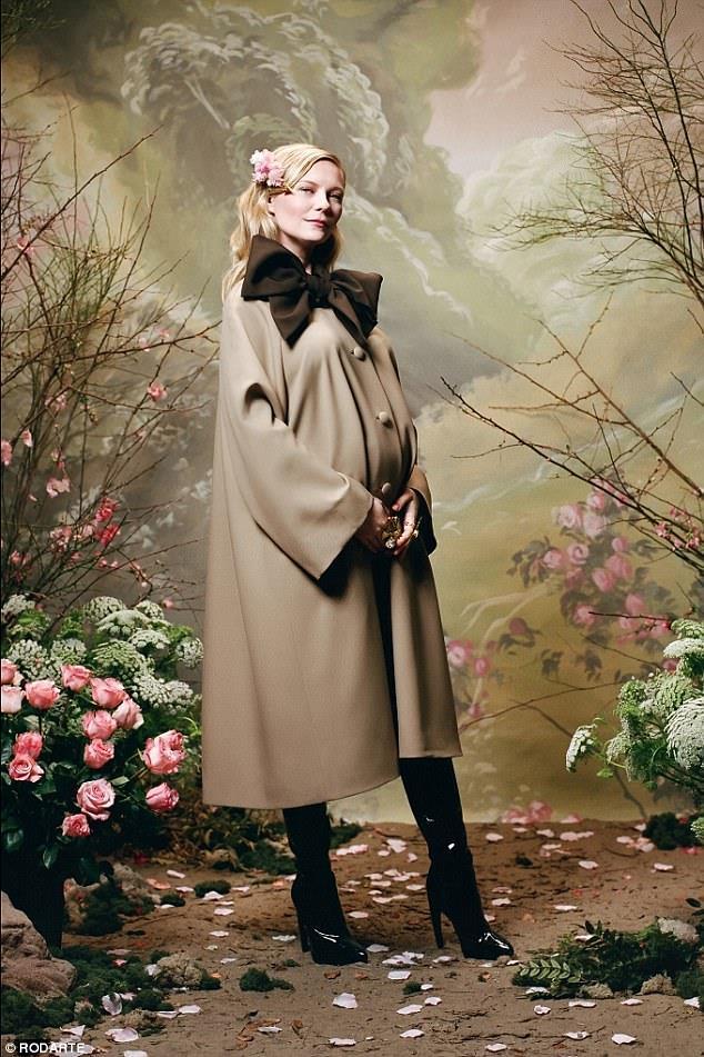 Kirsten Dunst posa col pancione per Rodarte