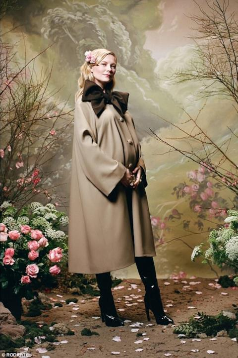 Kirsten Dunst indossa uno spolverino Rodarte