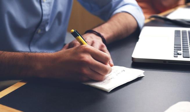 La lettura dei contratti è importante per evitare problemi in vacanza