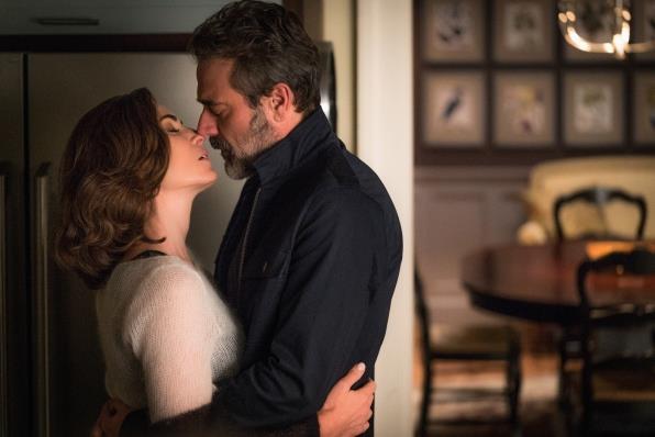 Alicia Florrick e Jason Crouse si baciano
