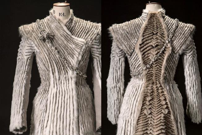 Il nuovo abito invernale di Daenerys avanti e indietro