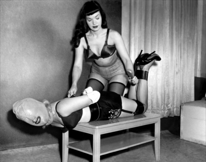 La modella Hea Deville posa per il fotografo Nicolas Guerin
