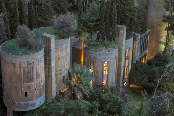 La vecchia cementeria trasformata in residenza da Bofill vista dall'alto