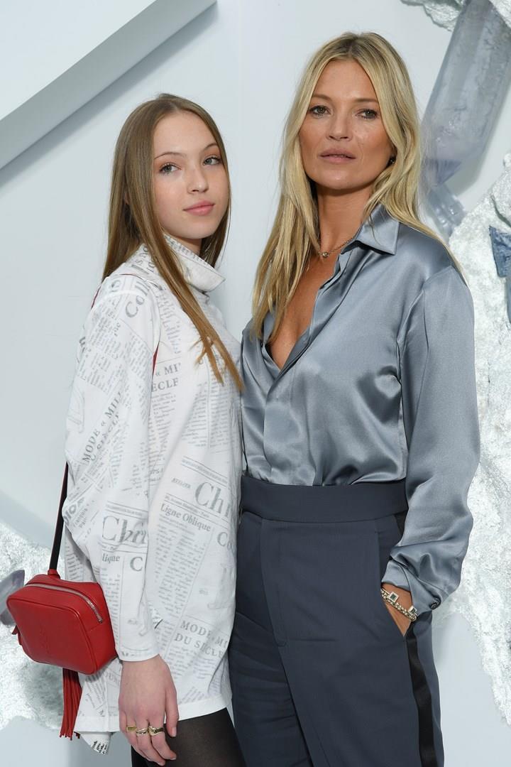 Kate Moss con Lila Moss a un evento