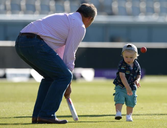 I padri sono più felici grazie ai momenti di gioco con i figli - Ricerca Università della California
