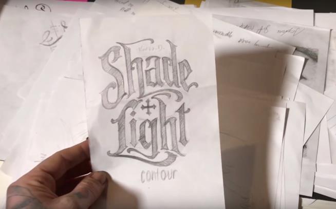La bozza del logo della palette per occhi neutra di Kat Von D