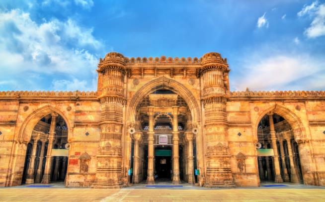 L'ingresso della Moschea del Venerdì