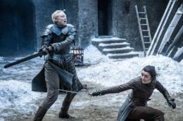 Brienne e Arya si sfidano a duello a Grande Inverno