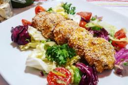 Piatto di legumi  e insalata