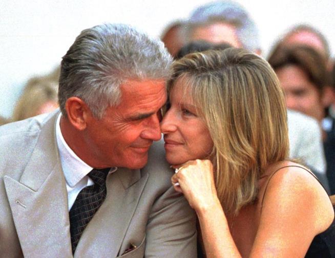 Una tenera immagine di James Brolin e Barbra Streisand