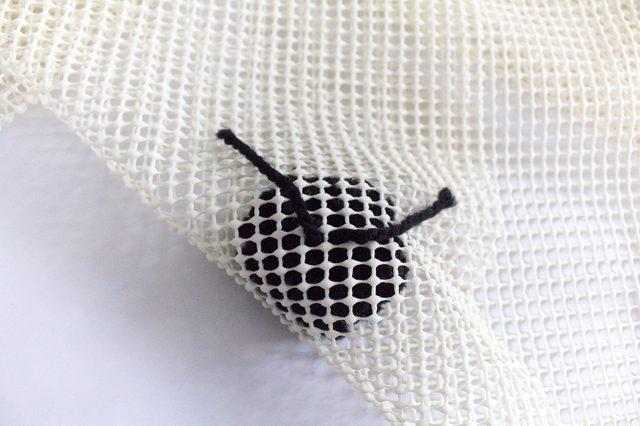 Dettaglio del pom pom inserito nel tappeto