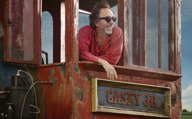 Il regista Tim Burton sul set di Dumbo