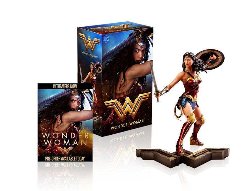 La statuetta di Wonder Woman allegata all'edizione HV