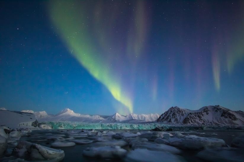 Ghiacciai e aurora boreale alle Svalbard