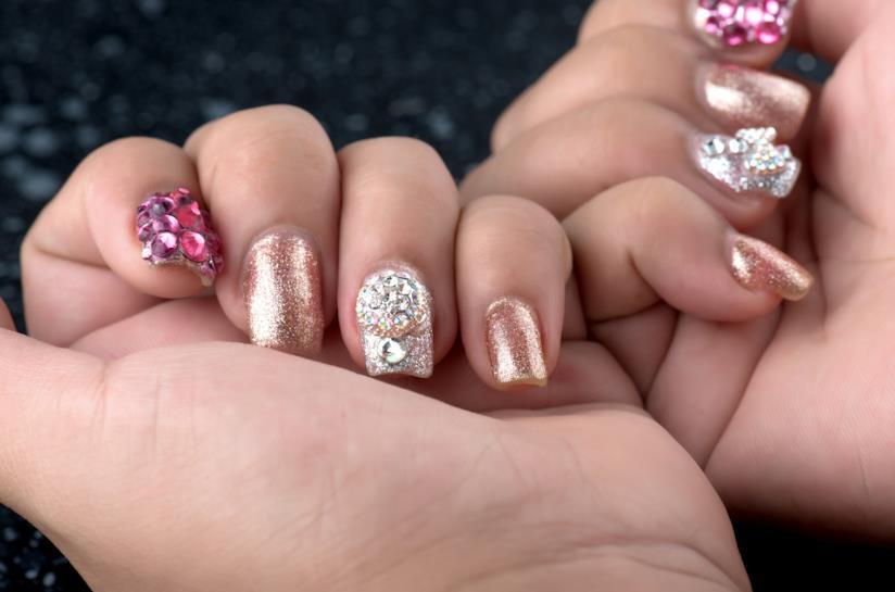 Manicure silver con decorazioni