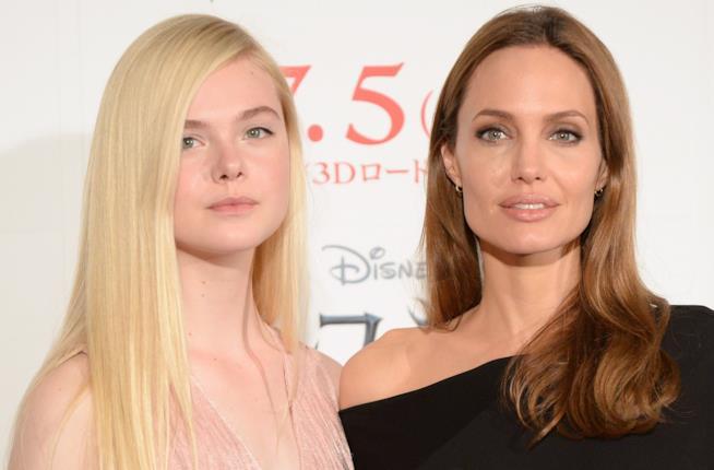 Elle Fanning e Angelina Jolie